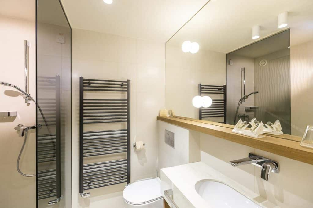 Hotel Park bathroom from the Lake Bled wedding accommodation offer