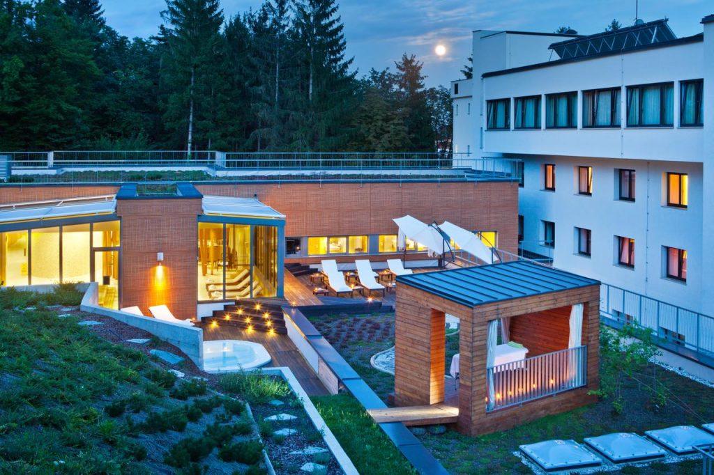 Hotel Astoria Bled garden