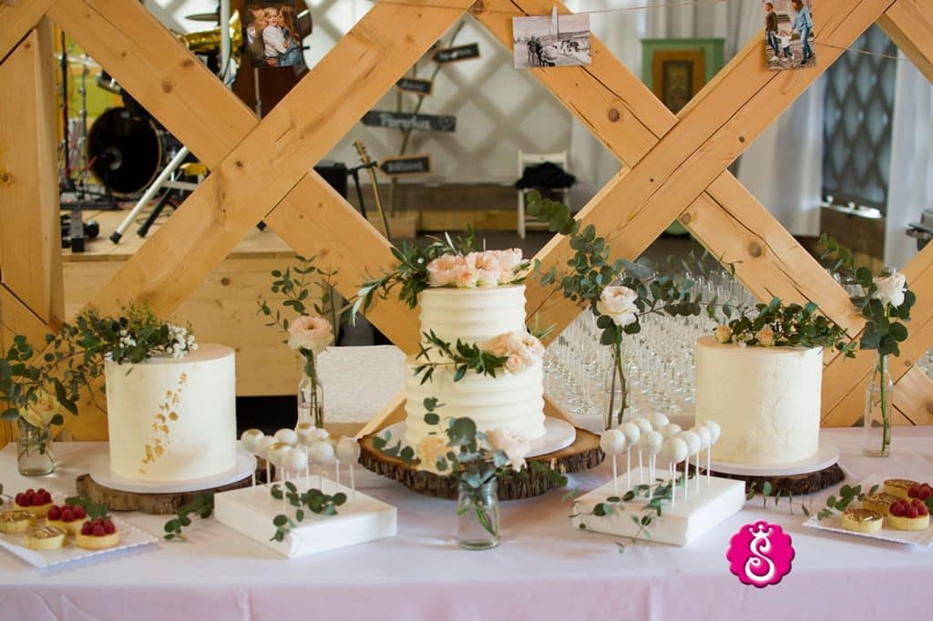 Cakes provided by Lake Bled wedding supplier