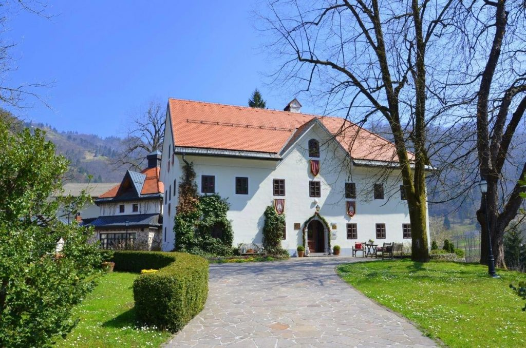 Kendra Manor in Idrijca