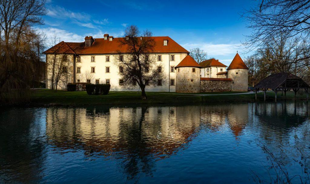 Otočeč Castle surrounded with river