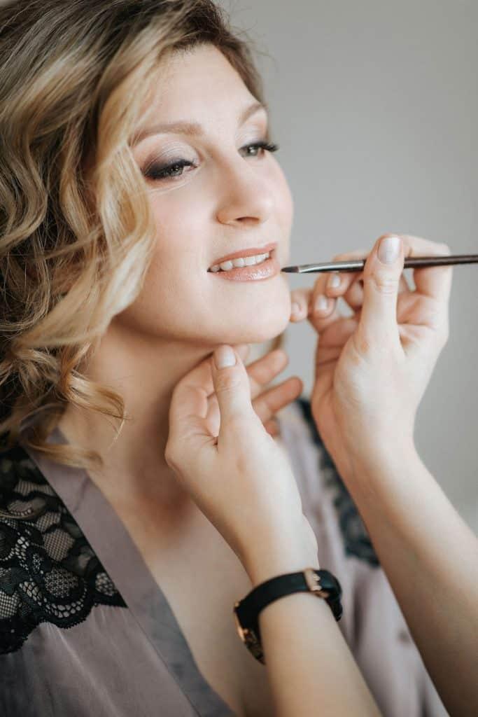 Lake Bled wedding supplier doing makeup