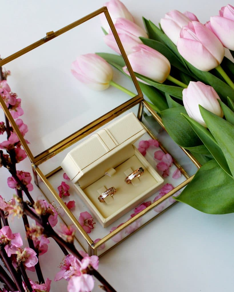 Wedding ring set with flower decoration and tulips, Zlatarna Sterle