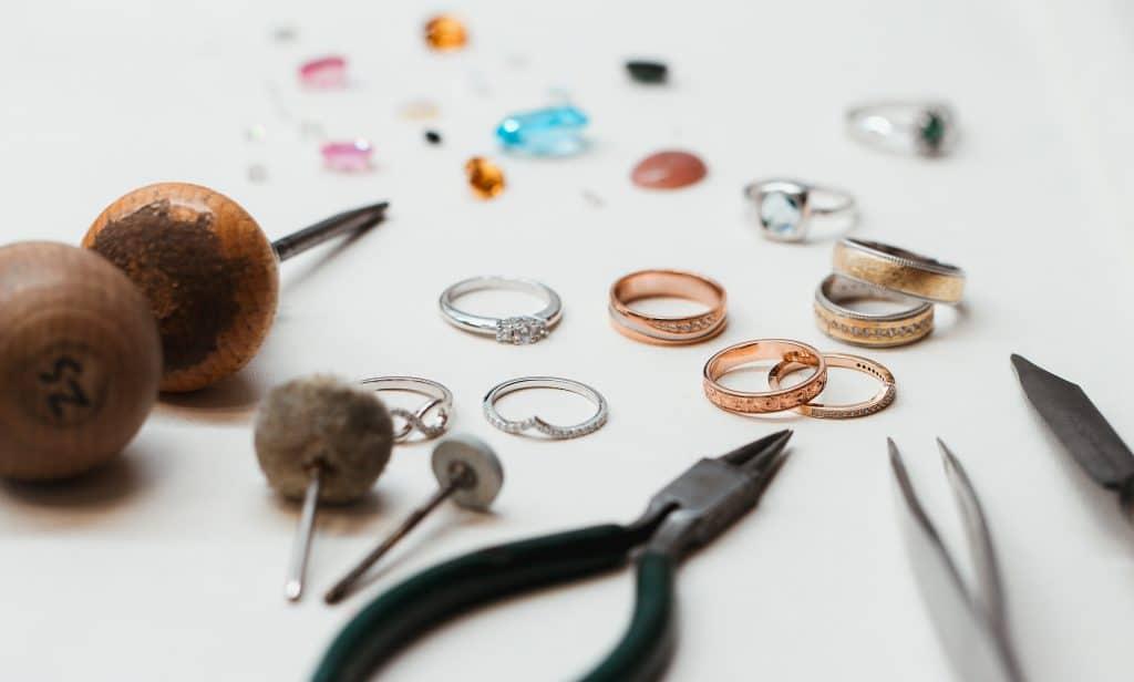 Zlatarna Sterle wedding rings and tools