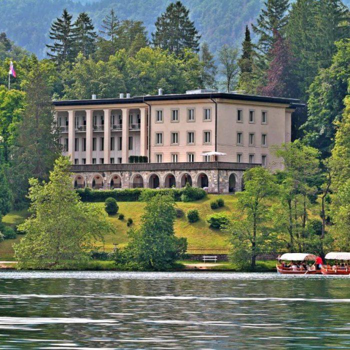 Vila-bled-pogled-z-jezera
