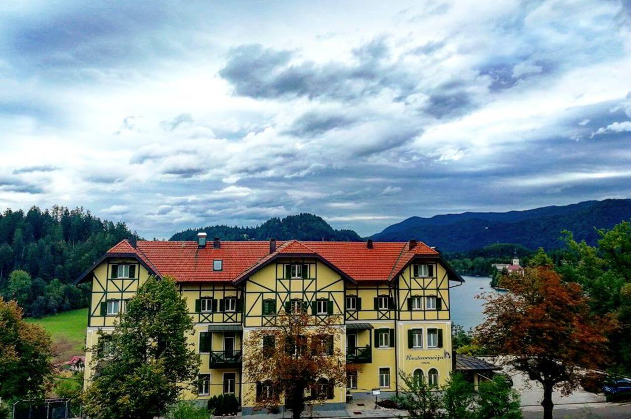Zunanjost-hotel-triglav