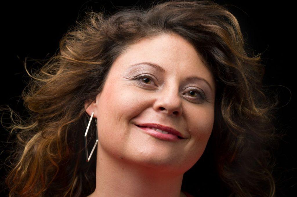 Wedding singer Anja Strajnar.