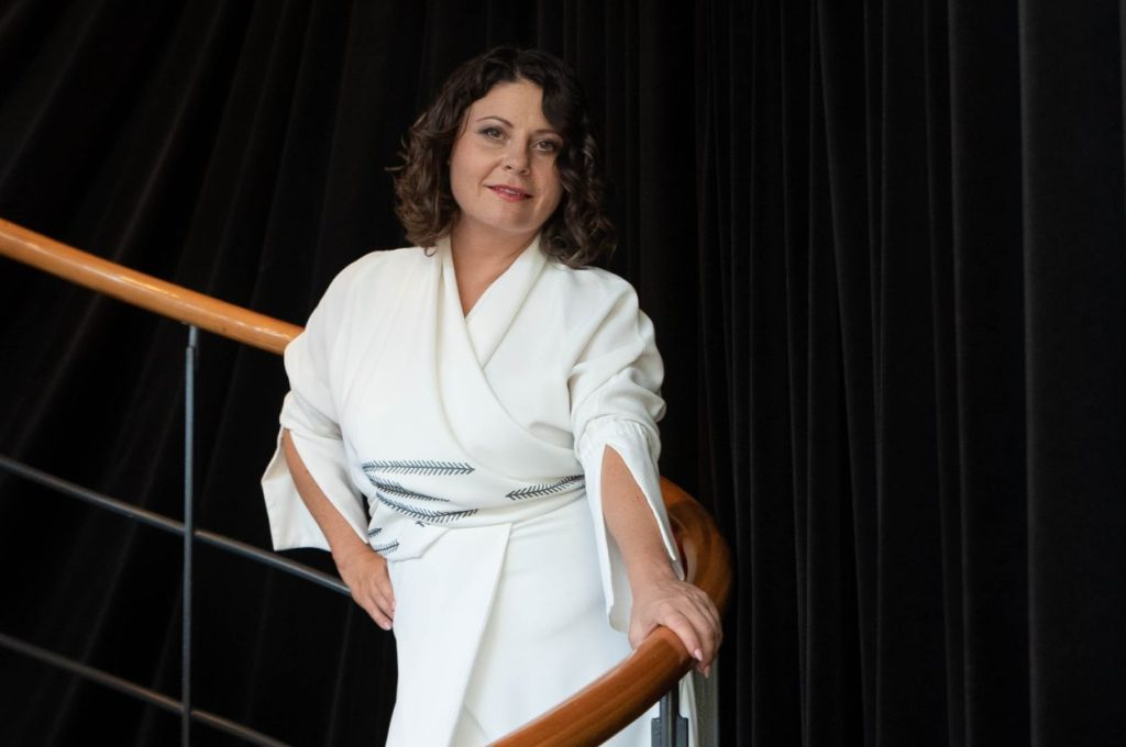 Anja Strajnar wedding singer.