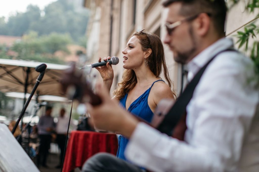 Wedding singer Flora.