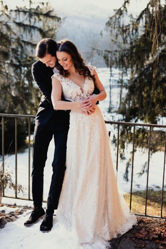 Wedding couple winter wedding.