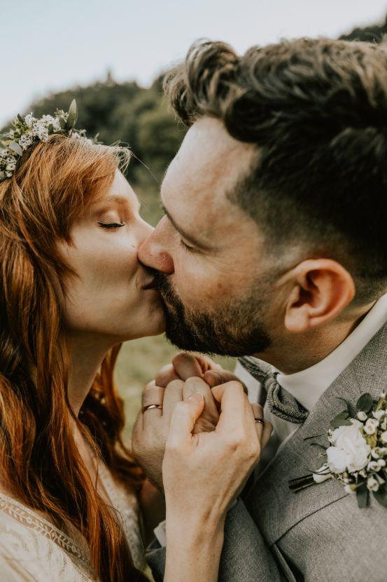 Kiss of a maried couple.