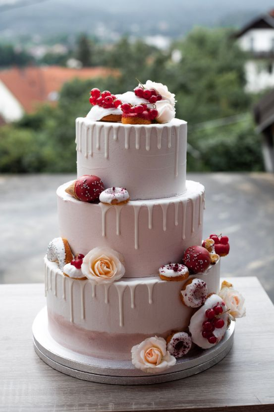 Wedding cake with donuts.