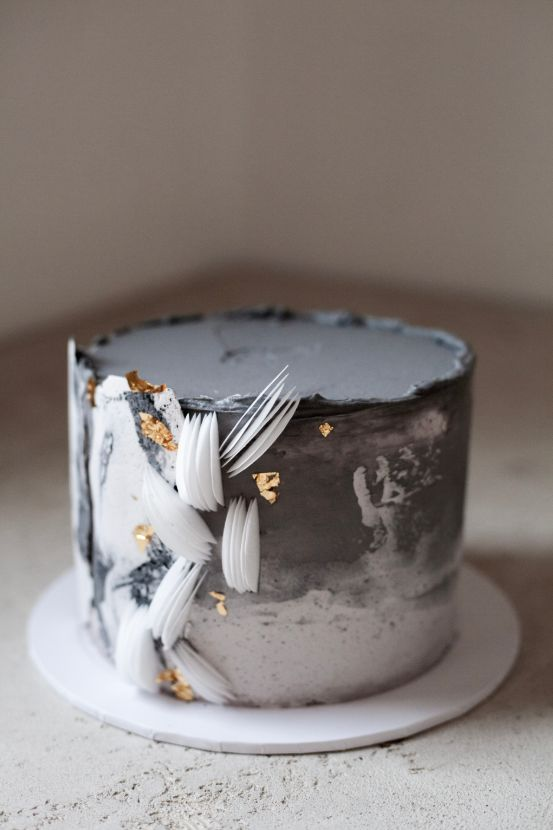 White and grey wedding cake.